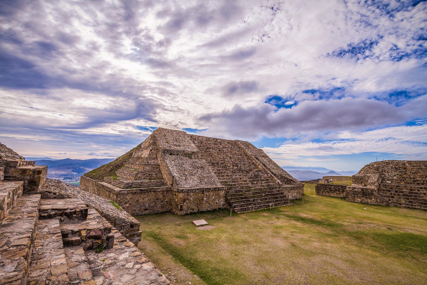 Zona Arqueológica de Monte Albán en Oaxaca.