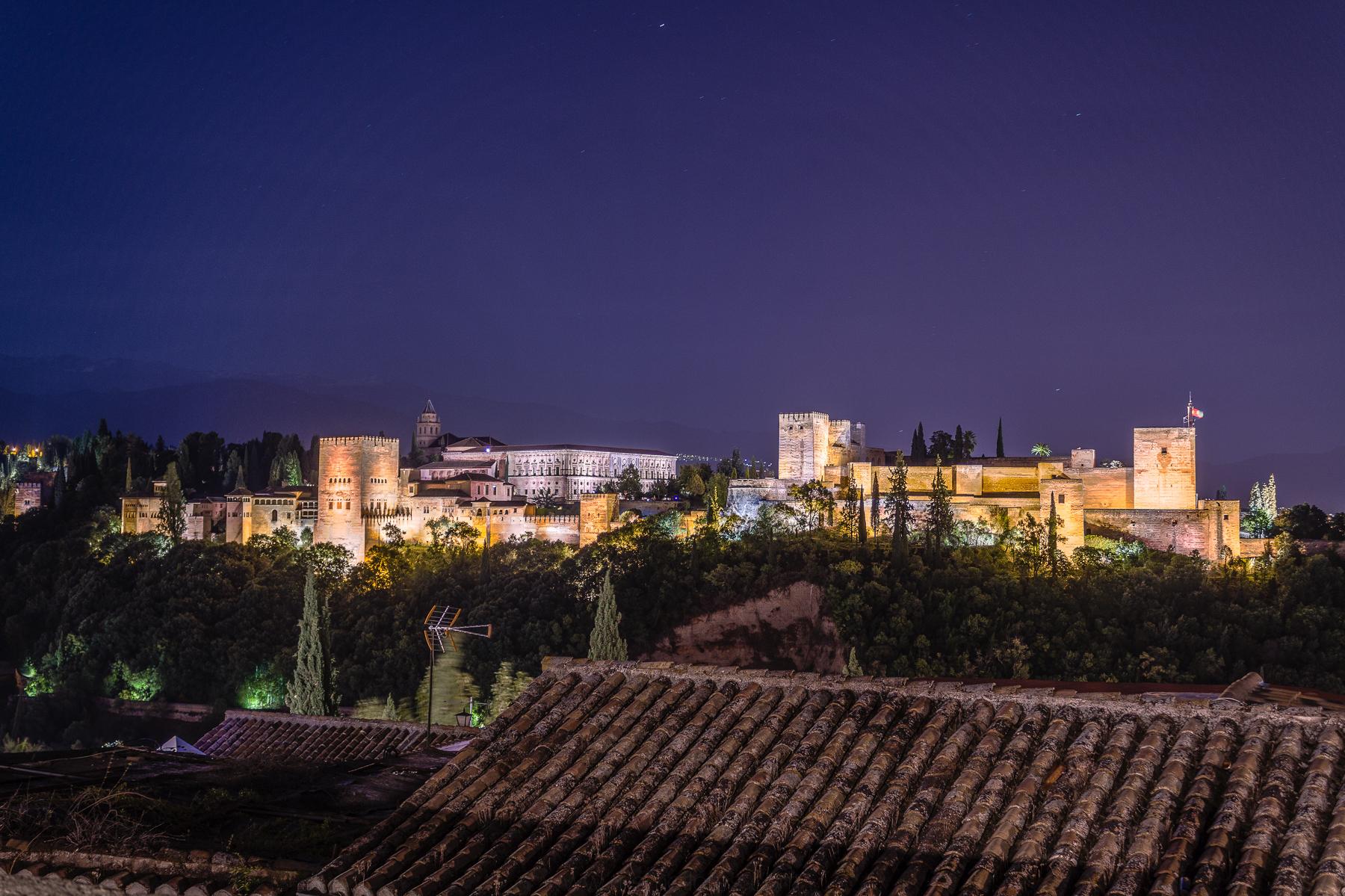 Foto Nocturna de la Alhambra desde el Sacromonte, Granada, España.